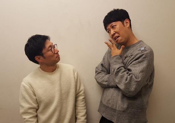 ともに吉本新喜劇の座長を務める小籔千豊とすっちー。「新喜劇を面白くするためには座長同士が力を合わせて仲良くするべき」とは小籔の弁