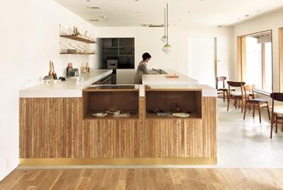店内からは中庭が望める/tubara café