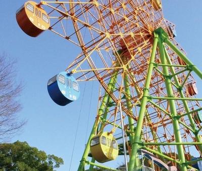 大牟田市動物園 / 園内のちびっこ遊園地にある観覧車。大牟田市内を一望でき、天気がいい日は有明海も望める