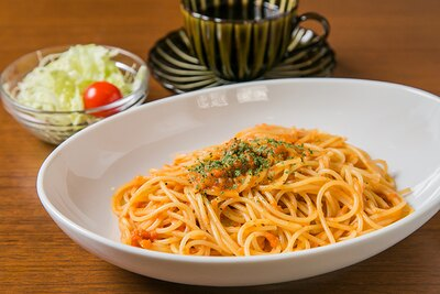 イチオシのカニとトマトのクリームスパゲティー(サラダ付)ドリン クセット1,000円