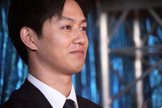 庭野聖司役の工藤阿須加。達成感のある表情でオールアップ!