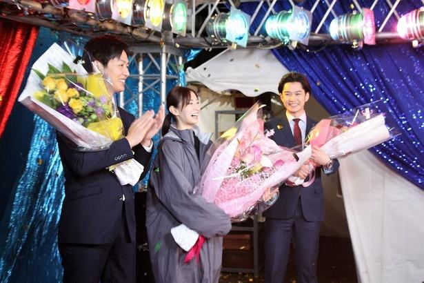北川景子、工藤阿須加、千葉雄大の3人がそろって笑顔というのはドラマ中にはない貴重な一瞬