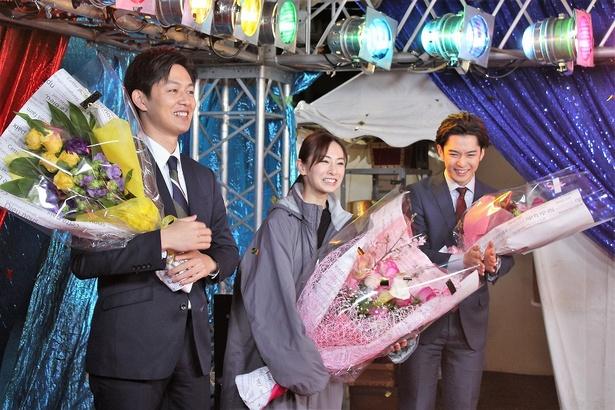 「よ! 三軒家!」とスタッフから呼び掛けられ、笑顔の北川景子
