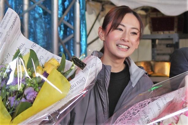 【写真を見る】ドラマでは無表情の北川景子。笑顔の破壊力がスゴイ!