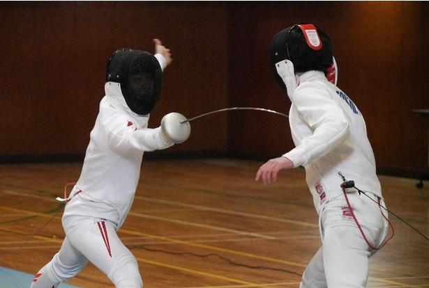 【写真を見る】華麗な技を披露する太田雄貴(左)