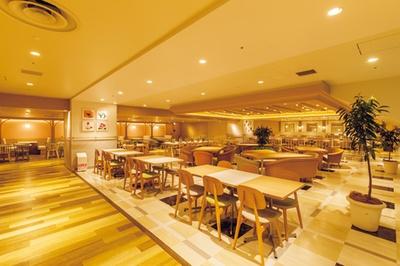 共用の飲食スペースは約1000席!/お米料理 リゾット☆スター