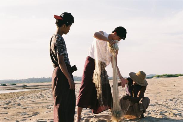竹内涼真はミャンマーで伝統的な漁を体験する