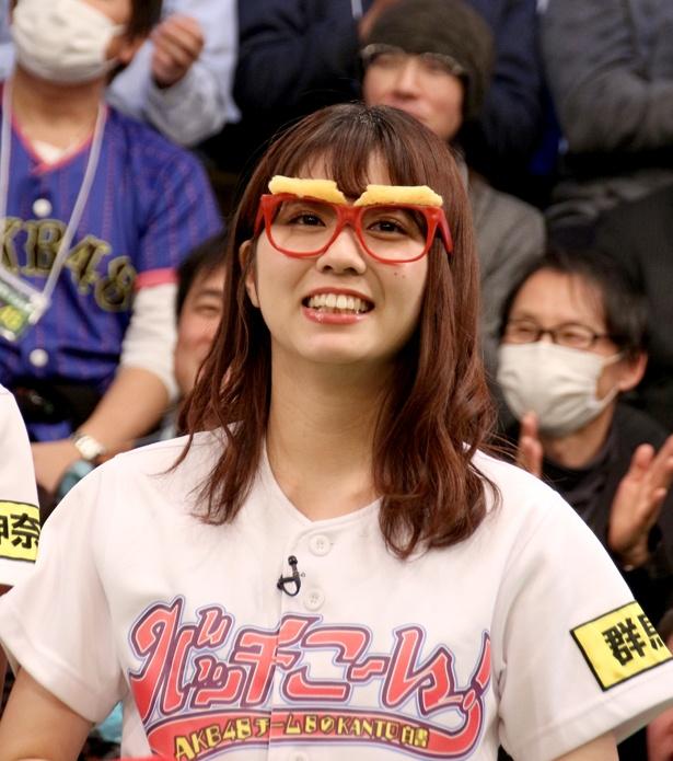 メンバーは一斉に眼鏡に手を伸ばしたが、オモシロ眼鏡は自然と清水麻璃亜の元へ