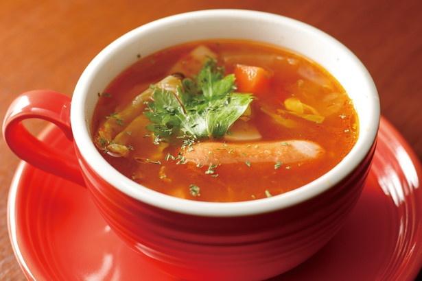 10種類の野菜とソーセージ、ベーコンが入った「ミネストローネ」(600円) /「cafe泉」