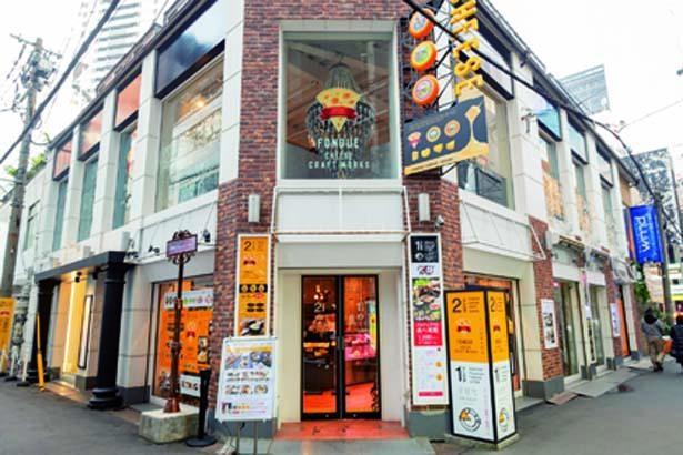 阪急梅田駅茶屋町口すぐのビル2階。1階は姉妹店「茶屋町タッカルビ」/FONDUE by CHEESE CRAFT WORKS茶屋町
