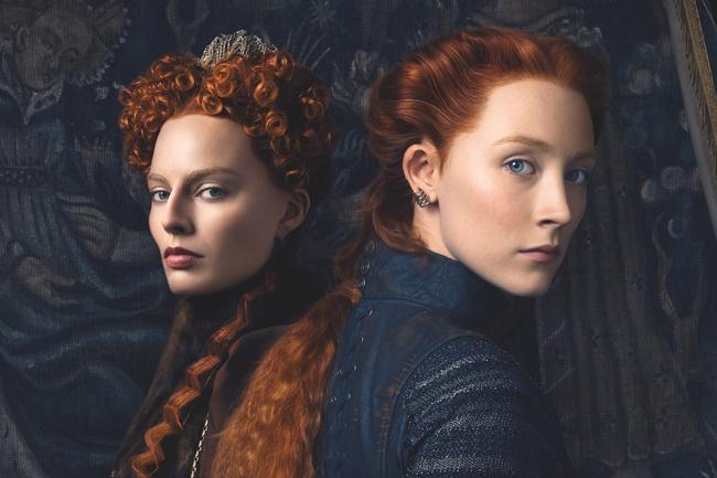 マーゴット・ロビー(写真左)とシアーシャ・ローナンが若き女王に(『ふたりの女王 メアリーとエリザベス』)