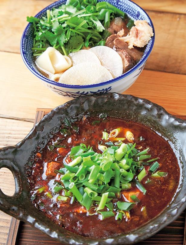 【写真をみる】山椒のパンチがしっかり効いた四川麻婆豆腐(写真手前・810円)も熱々で提供/餃子の山崎
