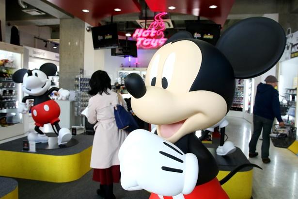 【写真を見る】数百万円のアイテムまで!?「ミッキーマウス90周年フェア」に行ってきた!