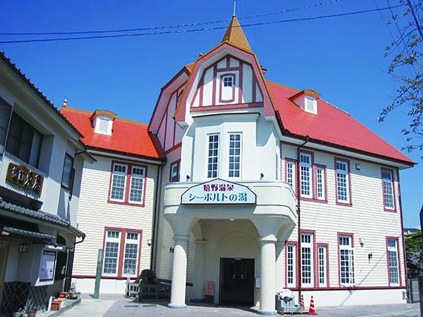 木造2階建てのゴシック風の建物が特徴の嬉野温泉公衆浴場「シーボルトの湯」