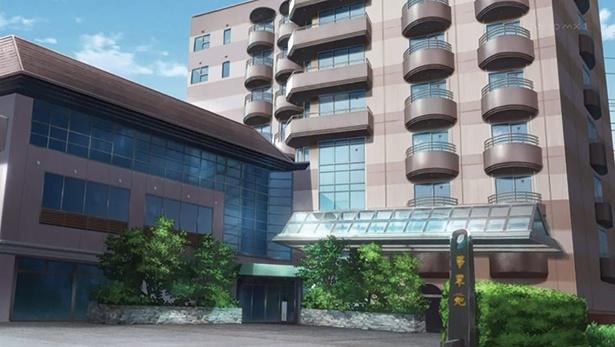 「ホテル華翠苑」(第4話)。ライブを行うためにフランシュシュが宿泊。劇中に登場する浴場はアニメのオリジナル