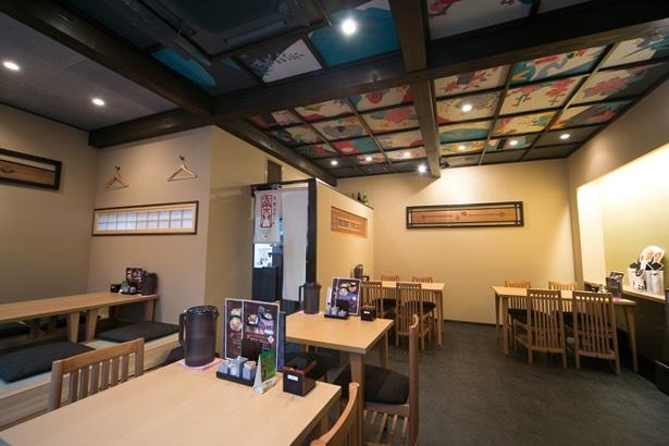 天井画が描かれた店内は、和のテイスト。座敷席も用意されている/京都ステーキ 南大門 錦店