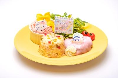 「ハローキティとしんちゃんのおもてなしランチプレート」(1825円)