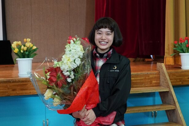 最後は笑顔で現場を後にした、最年少の座長・杉咲花