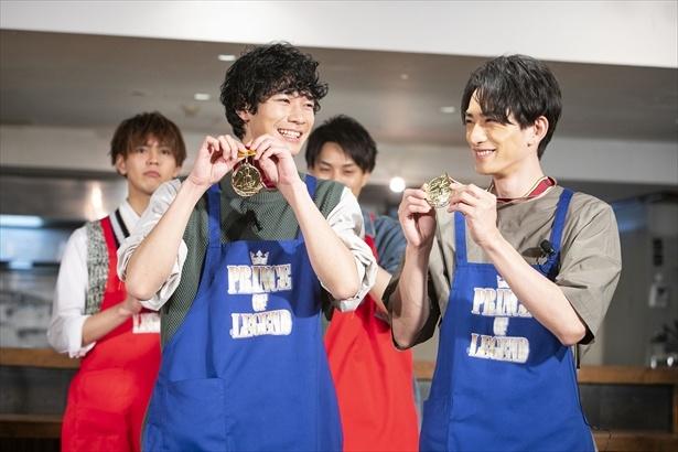 優勝は町田&清原の青チーム!勝利のメダルを手にこの笑顔!