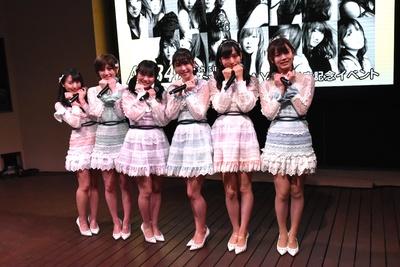 (写真左より)坂口渚沙さん、岡田奈々さん、向井地美音さん、横山由依さん、小栗有以さん、岡部麟さん