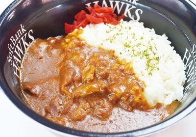 """肉山 福岡 / """"日本一予約がとれない""""ことで有名な肉の専門店。食べ応え十分のロースステーキ丼や、コースの締めで出されるというこだわりのカレーなどを用意する"""