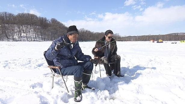 """北海道・知床で流氷の天使""""クリオネ""""を探す稗田さんと直也"""