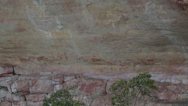 【写真を見る】先住民が書き残した古い岩絵とは?