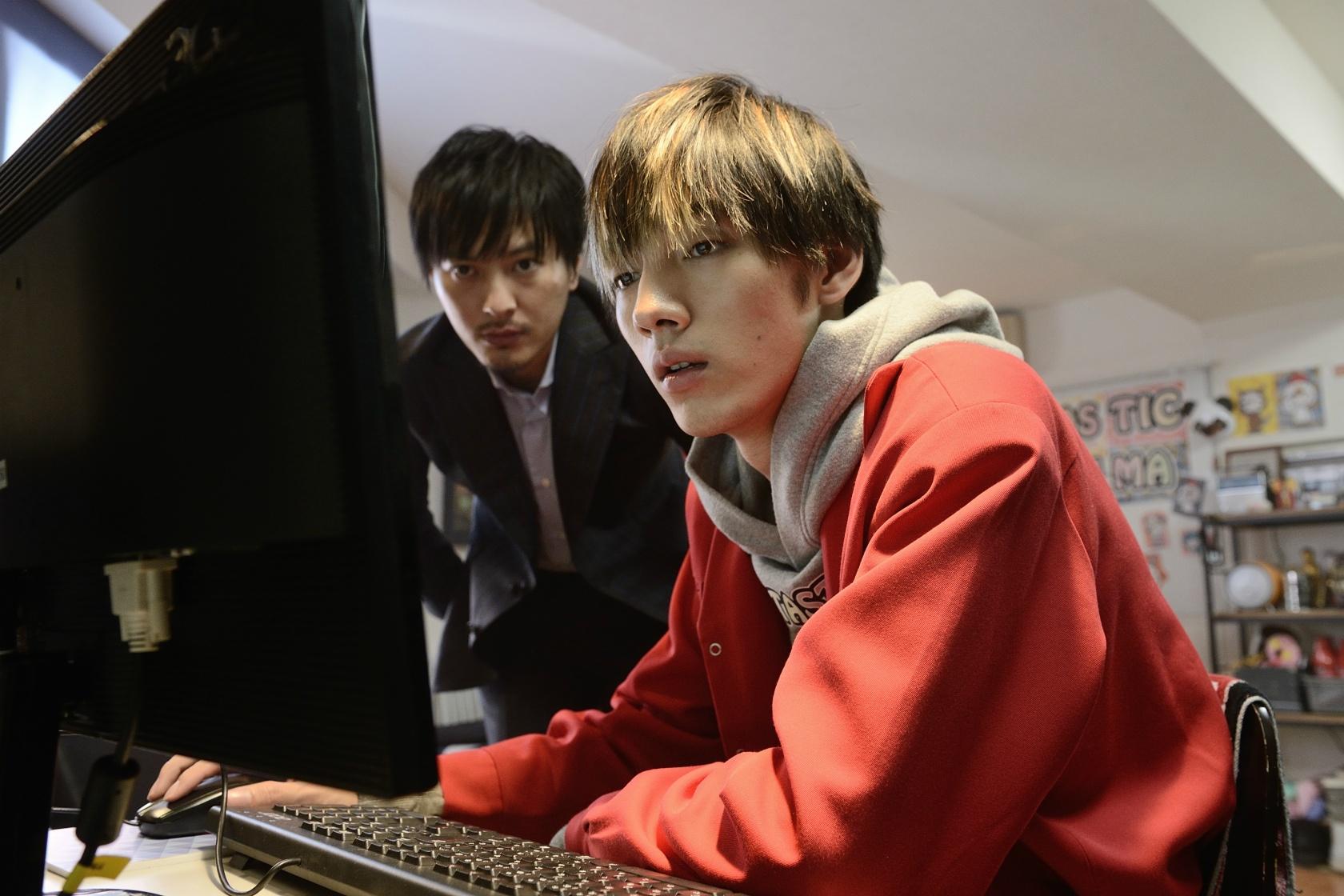 茉優の弟・和真は心霊動画を撮影してYouTubeに投稿するのだが…