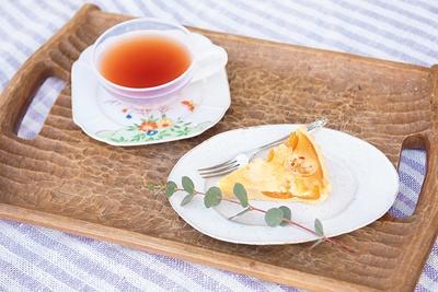 パティスリー Rのケーキセット(1,000円)。こ の日はキンカンのタルトが登場