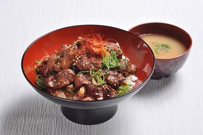 焼肉のみさき屋の「ぼつ焼き丼」(780円)/「すず食堂」