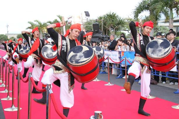 沖縄の伝統芸能も映画祭を盛り上げる(島ぜんぶでおーきな祭)