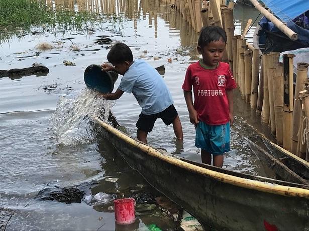 【写真を見る】インドネシアで環境問題の影響を受ける子どもたちに密着