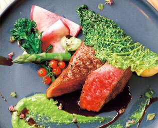 神戸牛や淡路牛とともに契約農家直送の地元産野菜も味わえるビストロ「nomadika」