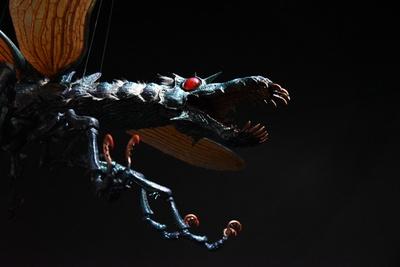 「大王ヤンマ」。腐海の日常を上空から見ている。足元にはミノネズミも