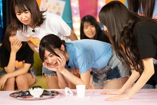 松井珠理奈は恐怖のアリご飯に興味津々の様子