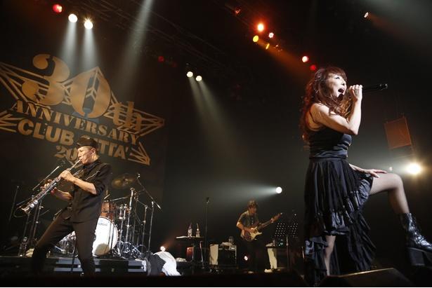 杏子やKONTAらの新バンド「BBD BARBE de  BAND」がバービーボーイズのナンバーを披露