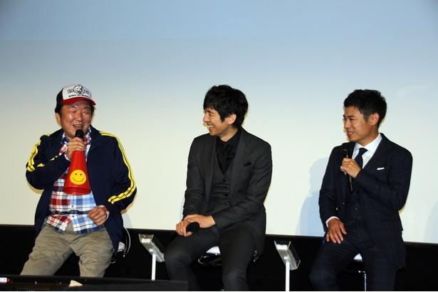 会見には木村ひさし監督(左)も登壇し、笑いの絶えない会見となった
