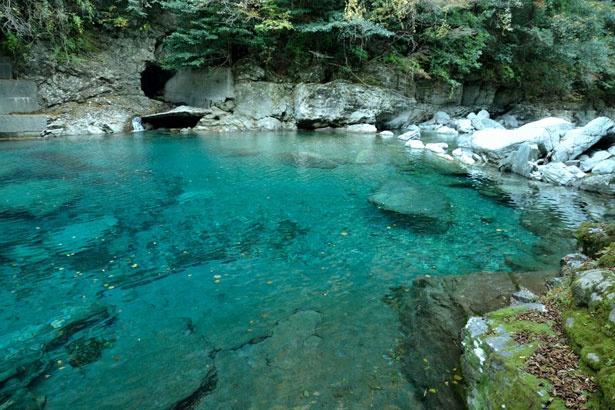 美しい渓谷美を楽しめる「安居渓谷」