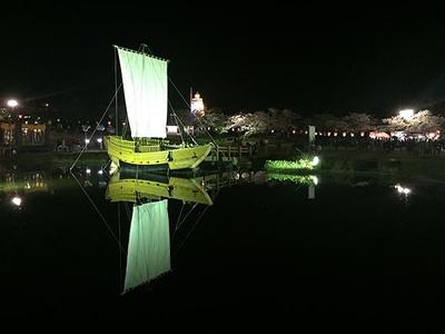 【写真を見る】夜の雰囲気は格別。酒田の旅情を楽しもう