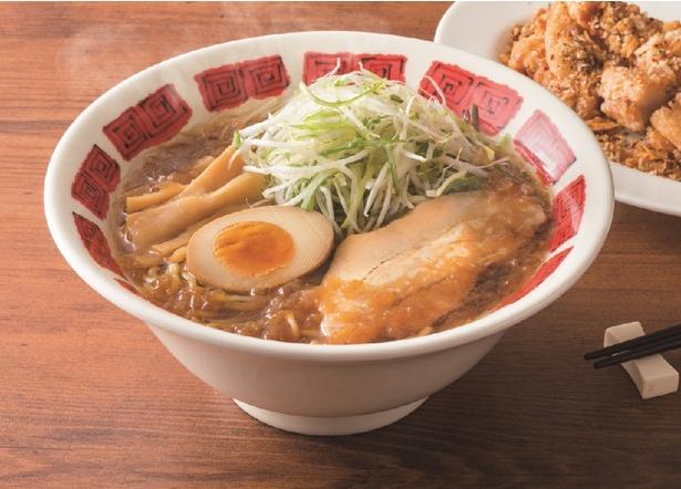 【写真を見る】「炒め玉ねぎ醤油スープの具沢山ラーメン」(699円)