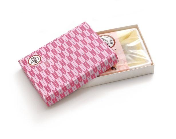北館限定商品の本家西尾八ッ橋「京小箱」(350円)。好きな単品を好みの柄の箱に入れられる。箱は季節柄など数種あり