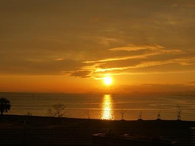 バーベキューデッキSEA SIDE TERRACEから望む夕日と海。息をのむほどの絶景だ
