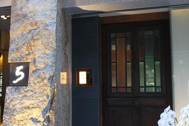 予約2か月待ち!日本初の会員制焼鳥店「熊の焼鳥」2号店が大阪・北新地にオープン!(2/3) ウォーカープラス