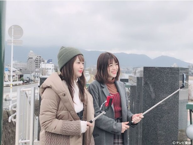 矢方美紀と若井友希がスマホ片手にアニメ聖地巡礼旅へ