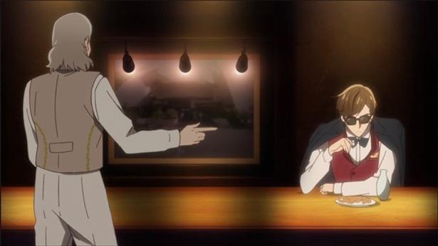 「佐賀市徐福長寿館」(第11話より)。巽幸太郎が訪れたバーには、建物の外観写真が飾られている