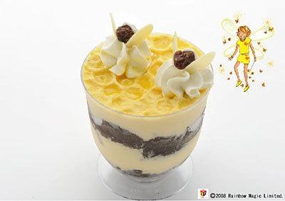 黄色の妖精サフランのババロア(550円・コモディーノ)。蜂蜜ババロアとココア スポンジが層になっている
