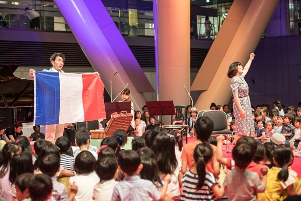 音楽を五感で楽しむプログラム「こどもたちの音楽アトリエ」は、有料公演のチケットまたは半券があれば無料参加できる(写真は2018年開催時のもの)