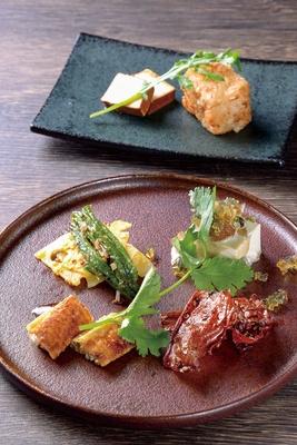 中国菜 KHAOS / 牛肉の麻辣ソースやピータン豆腐、揚げ大根餅など、数種類が登場する昼コース(2700円)の前菜