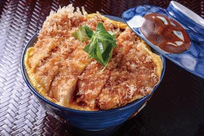 とんかつ わか葉 /「カツ玉丼」(1000円)。卵と特製のタレが絶妙に合う