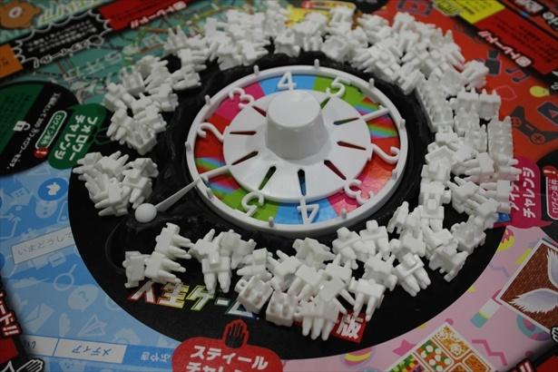 白いコマが「フォロワー」。ゲームはこのフォロワーの数で勝敗を決める